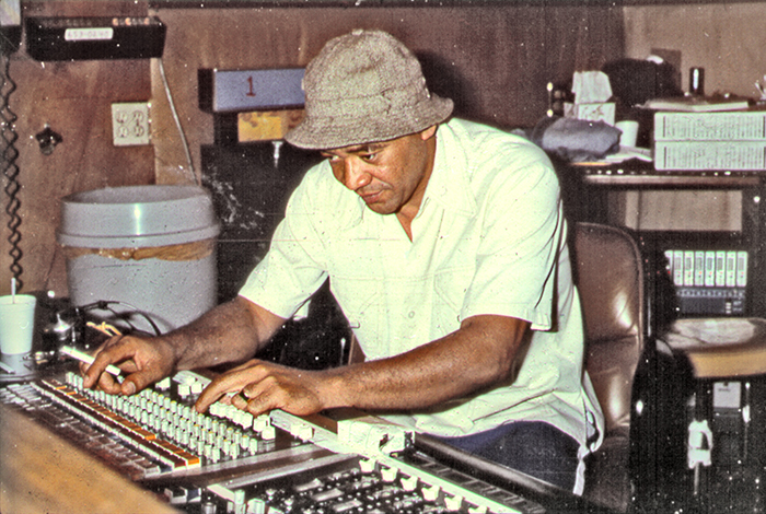 Black to the Music - Bill Withers at the controls of a soundboard in the recording studio in circa 1972 (c) Michael Ochs Archives