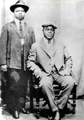 Black to the Music - Louis Armstrong - 04 Louis with King Oliver, 1923