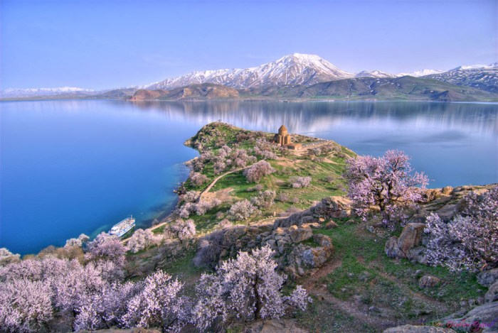 U jezeru poznatom po mačkama koje plivaju pronašli ruševine stare 3000 godina koje izgledaju kao srednjovjekovni dvorac