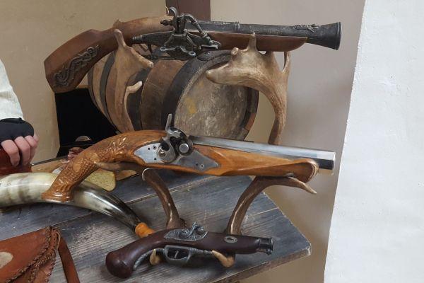 Uskršnjim pucačima iz Kostela prije su oduzimali pištole, sve da bi ih opet preprodali