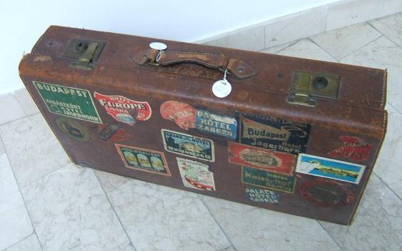 TAJNE MUZEJA: Jedan poseban putni kovčeg oblijepljen je naljepnicama koje odišu uspomenama na romantična putovanja