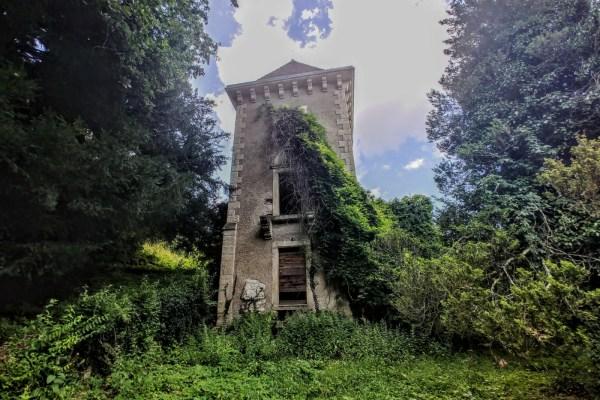 U sjeni čuvenog arboretuma, još spava Opeka, dvor kojeg su grofovi vrtlari  tako brižno čuvali da je preživio ratove i stradao u miru