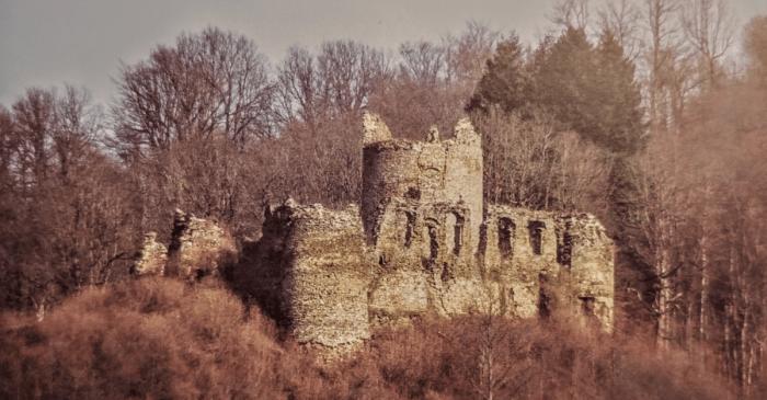 Te hladne noći u opsjednutom Gvozdanskom, ugasla je posljednja vatra i stražari na zidinama sklopili su oči; bio je to kraj života i početak priče o junacima