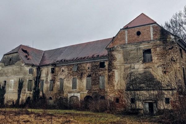 Ubojstvo posljednjih vlasnika Poznanovca, Grete i Nikole Ritter do danas nije riješeno, a njihov dvorac naočigled svih nastavlja propadati