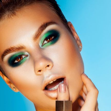 Un dégradé de vert en maquillage