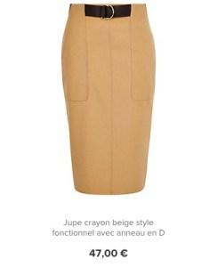 Une jupe crayon crème