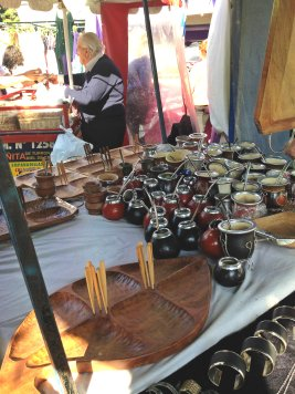 Mate cups in Plaza Francia