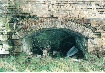 2004 Blantyre works Village entrance to lade