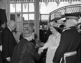 1962 Queen says her goodbyes