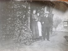 c1900 Jessie, Mary and Bob at Boathouse Farm