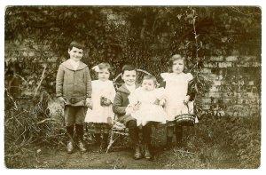 1911 The Danskins