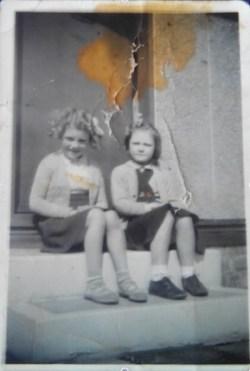 1950 Sandra Hunter & Jean Muir