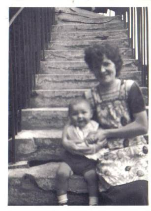 1954 Fairlie Gordon & mother at Broompark Road