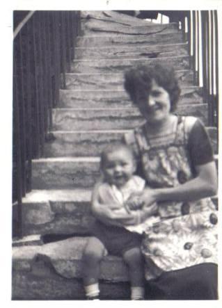 1954 Fairlie Gordon & mother at Broompark Road