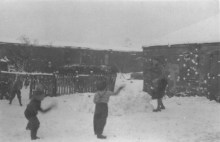 1958 Children play in the snow. Bairds Rows.