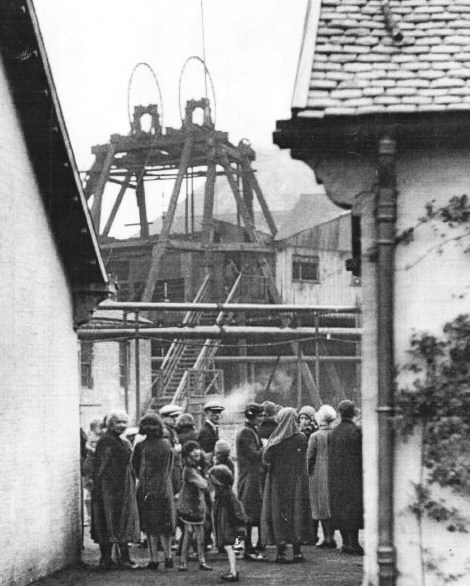 1930 Relatives gather at the pithead for news