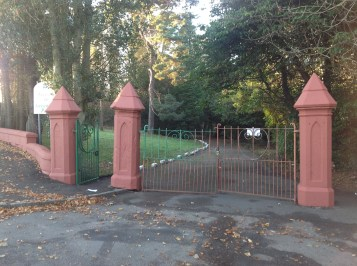 2013 Council paint Greenhall pillars (PV)