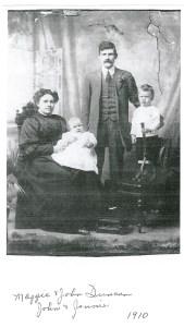 1910 Maggie, John, Jenny and John Jnr Duncan (PV)