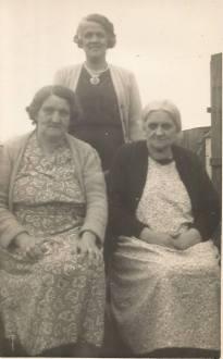 1962 Mary Christine & Janet Baird. Shared by J Cochrane