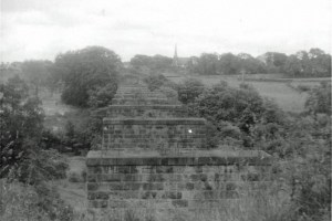 1963 Railway Viaduct at High Blantyre looking back to Old Parish Church. Photo by John Robin