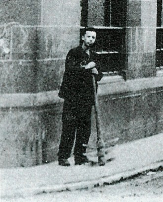 1905 Miners Boy at Blakelys with pick heads.