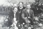 1930 Jenny, Maisie and Mr Gardner at Auchinraith Road. Shared by N Scott