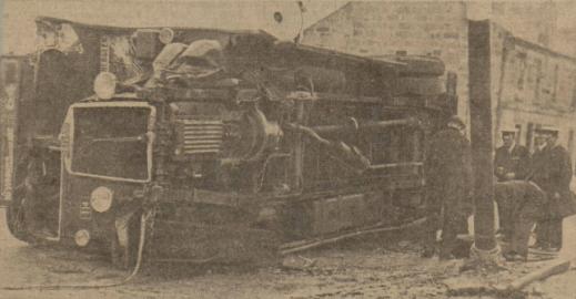 1935 bus crash at Glasgow road