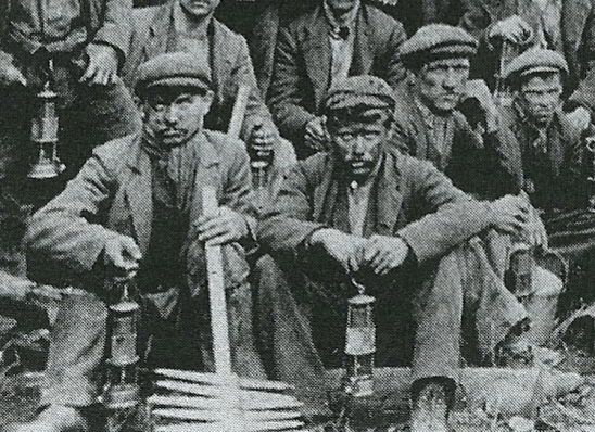 1890s Dixons Miners at Pit 2