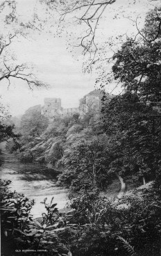 1904 Bothwell Castle. Photo from Gilmours of Glasgow Road Brochure.