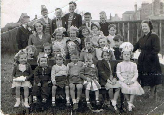 1953-priory-street-coronation-party