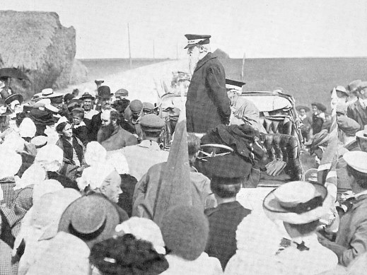 Booth-giving-a-speech-from-his-car-1905