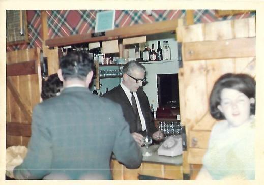 5 - Hasties Farm Front Room bar, Bob Brown serving