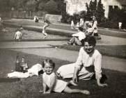 1950 ELizabeth Weaver & Mother at High Blantyre Park