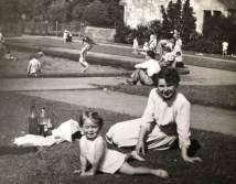 1950 ELizabeth Weaver & Mother at High Blantyre Park