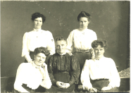 1910 Christina Braid with 4 daughters at Boathouse