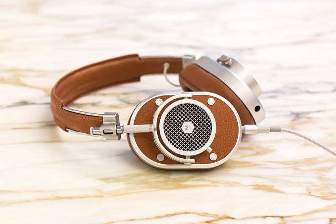 master-and-dynamic-mh40-headphones