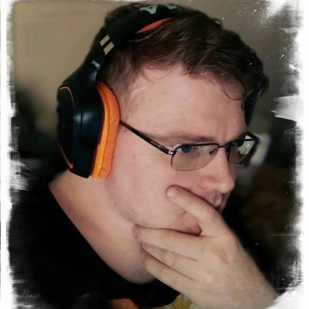 Dustin_Quake_Con_2014_Headphones