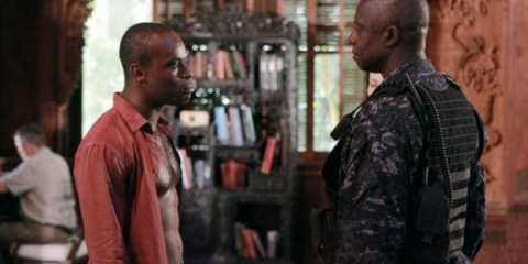 """The Mayor"" Julian Serrat (Sahr Ngaujah) and Marcus Chaplin (Andre Braugher) negotiate a deal to have his men released."