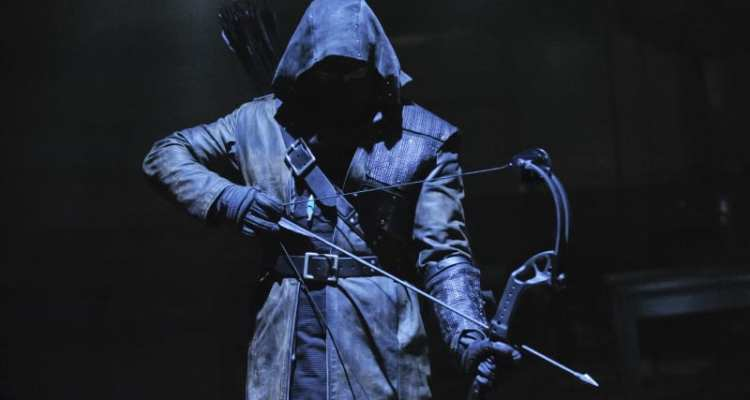 In Year's End, Oliver must face off against a copycat killer who uses a bow and arrow to kill his targets