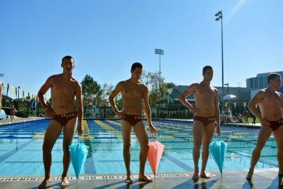 парни пловцы