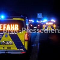 EILMELDUNG+++Vollsperrung der A57 in Richtung Köln+++Schwerer Unfall durch Klärschlamm auf der Fahrbahn