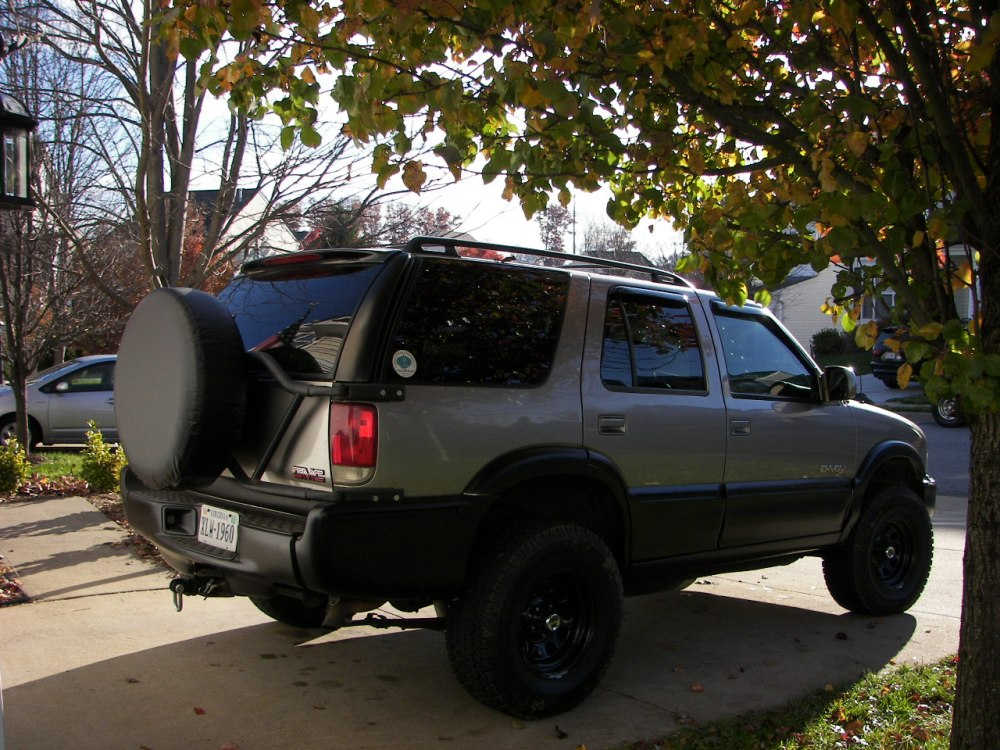 medium resolution of have a four door and tire carrier show it off blazer