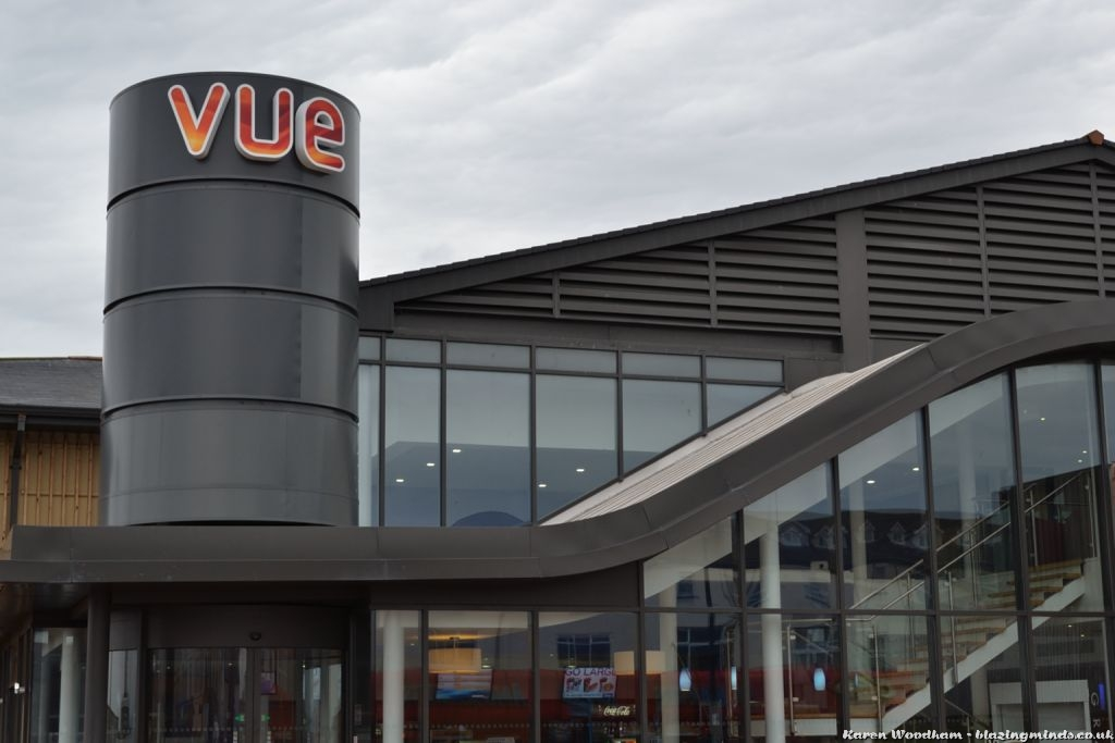 Vue Sign Replaces Apollo Sign At Rhyl Cinema
