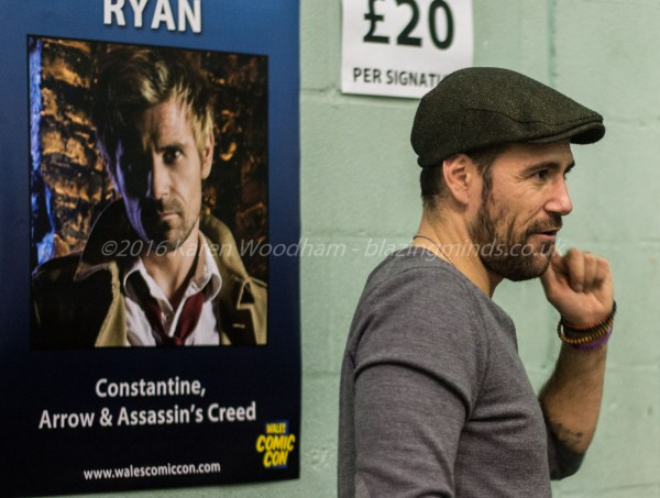 Matt Ryan takes time to chat to fans at Wales Comic Con 2016 Part 2