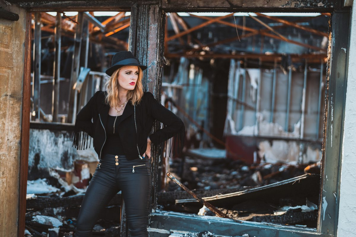 Elles Bailey debuts video for new single 'Medicine Man' and 2019 tour dates