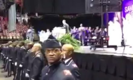 Muslims Chant 'Allahu Akbar' At Farrakhan Speech In Detroit (VIDEO)