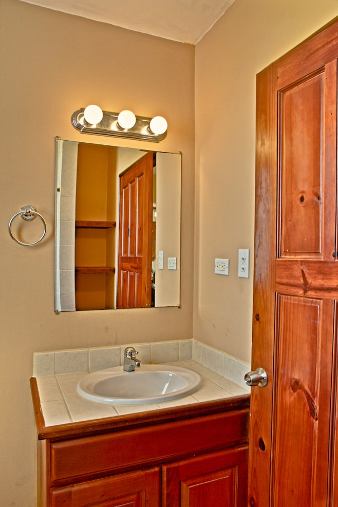 Barrier Reef Resort B301 - Guest Bathroom