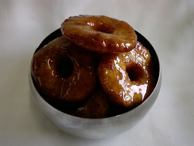 Mokkajonna Pakam Garelu ~ Corn Dumplings in Jaggery Syrup
