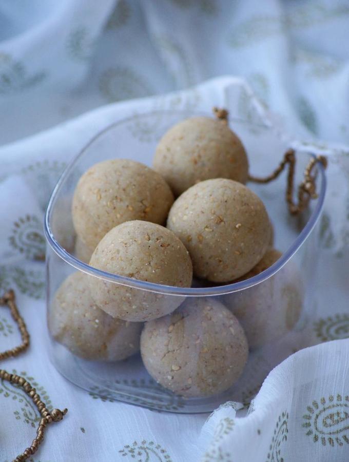 Til Khoya Laddu Recipe – Sesame Seeds Mawa Ladoo Recipe – Makar Sankranti Recipes