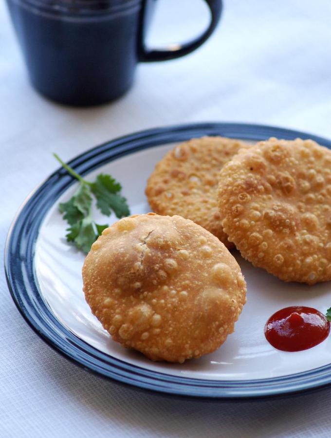 Pyaz Ki Kachori Recipe – Onion Kachori Recipe – How to make Pyaaz Kachori
